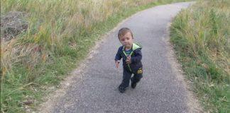 Gutten er 6 år, men ser ut som han er 1 år. Hør hvordan han ser på livet!